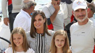 Los Reyes y sus hijas a bordo del Aifos / Gtres