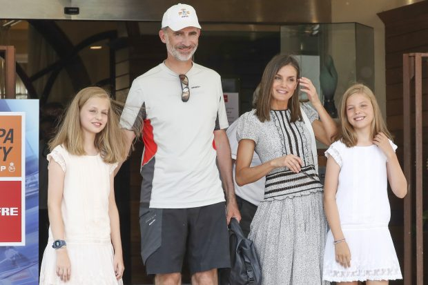EN IMÁGENES : La Reina y sus hijas vuelven al Náutico para recibir a don Felipe