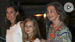 Letizia y Sofía, en vídeo, junto al rey Felipe / Gtres.