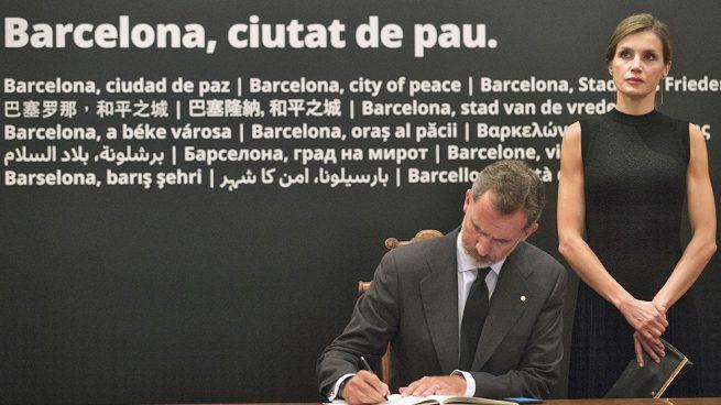 reyes Don Felipe y doña Letizia el pasado año en Barcelona / Gtres