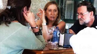 Las vacaciones a la gallega de Mariano Rajoy / LOOK