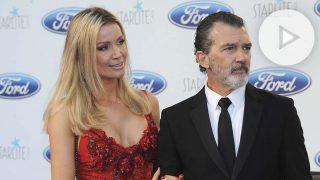 Antonio Banderas, junto a su pareja, Nicole Kimpal.