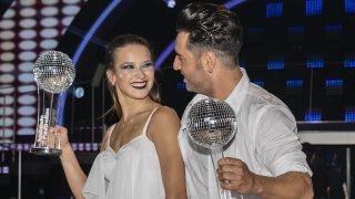 Yana Olina, junto a David Bustamante, tras ganar 'Bailando con las estrellas' / Gtres.