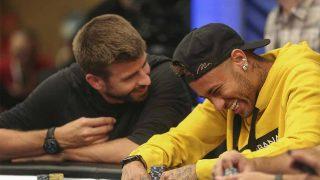 Piqué y Neymar, jugando al póker y disfrutando como dos buenos amigos / Gtres.
