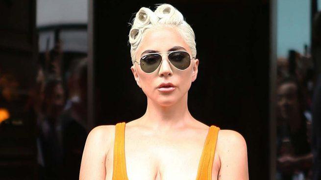 Lady Gaga, su 'escotazo' de infarto y otros looks que te dejarán sin palabras