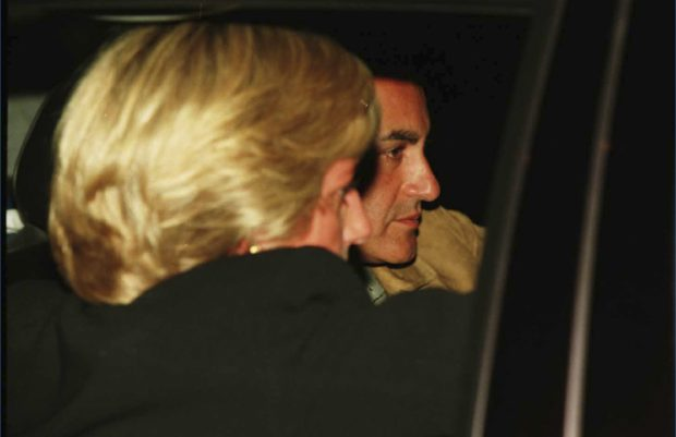"""""""Fue solo un romance de verano"""": Un íntimo amigo de Diana cuenta la verdad sobre su historia con Dodi"""