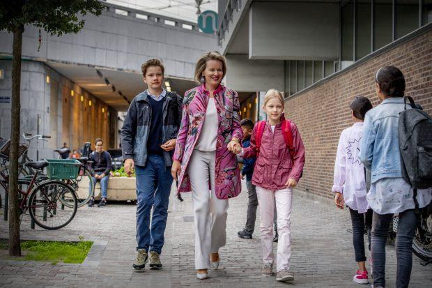 Matilde de Bélgica acompaña a sus hijos al colegio / Gtres