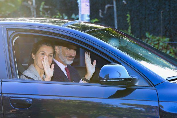 Los Reyes y sus hijas a su llegada al colegio / Gtres