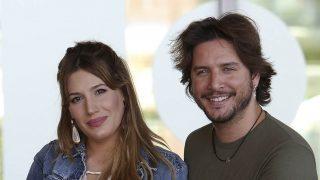Manuel Carrasco y su mujer, Almudena Navalón, en una foto de archivo / Gtres.