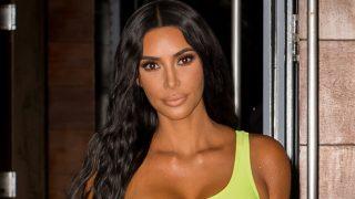 Kim Kardashian se viste con un look inspirado en la serie de moda / Gtres