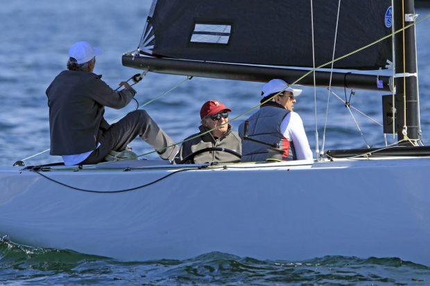 El rey Juan Carlos durante una regata / Gtres