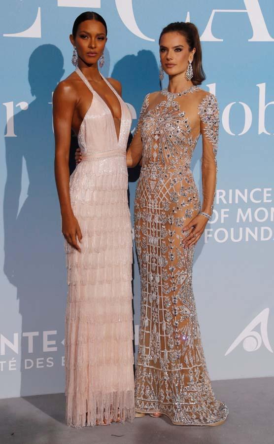 Lais Ribeiro y Alessandra Ambrosio en la Gala de Montecarlo