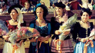 Mujeres vestidas de damas goyescas, entre ellas, la Duquesa de Alba / Gtres