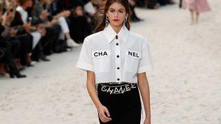 La modelo Kaia Gerber en el desfile de Chanel. / Gtres