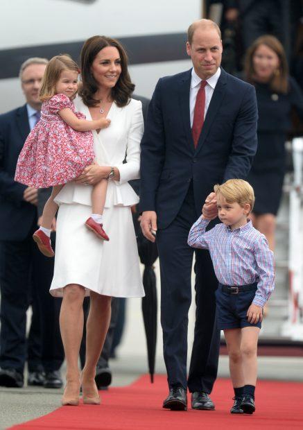 Descubrimos quién enseña protocolo a los hijos de Kate y Guillermo y no es María Teresa Turrión