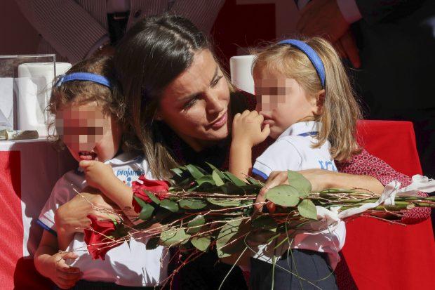 EN IMÁGENES: Las Reinas (emérita y titular) vuelven al 'Día de la Banderita'