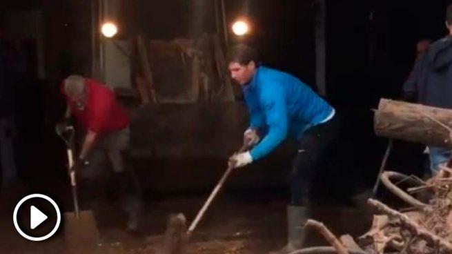 Rafa Nadal, un vecino más ayudando a las víctimas de las inundaciones en Mallorca