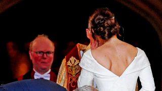 Detalle de la espalda de Eugenia de York, dejando a la vista su cicatriz / Gtres.