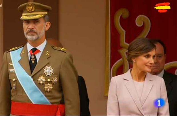 Leonor reaparece más princesa que nunca en el Día de la Hispanidad y luciendo el 'Toisón de Oro'