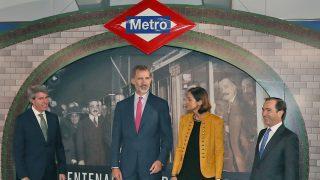 El rey Felipe en el metro / Gtres