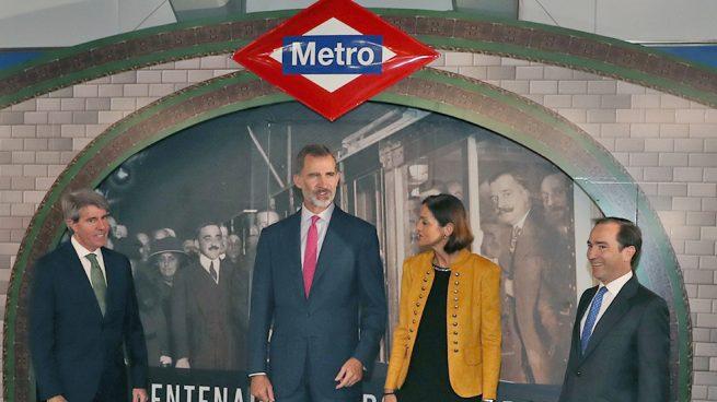 Un rey a pie de andén: Felipe VI repite el viaje con el que su bisabuelo inauguró el metro madrileño
