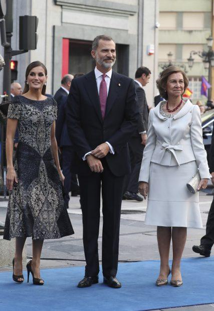 Todo el mundo habla del look de Letizia pero hoy es más importante el de doña Sofía