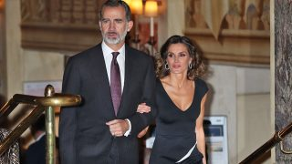 Los Reyes a su llegada al hotel Palace / Gtres