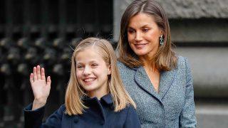 La reina Letizia y la princesa Leonor a la llegada al acto / Gtres