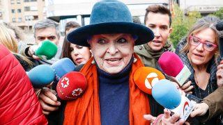 Lucía Bosé a su llegada a la Audiencia Provincial de Madrid/ Gtres