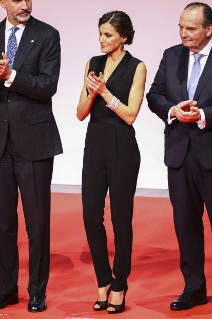 'Black obsession': Doña Letizia reinventa el esmoquin en su versión más sofisticada