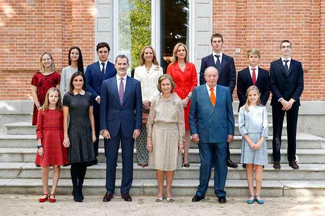 Posado de la Familia Real con motivo del 80 cumpleaños de la Reina Sofía / Gtres