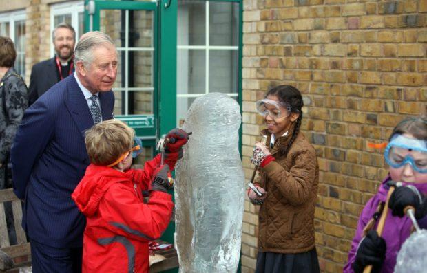 A Carlos de Inglaterra le encantan los niños / Gtres