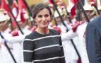 Una marinera en tierra de 4200 euros: Letizia apuesta por el navy de Carolina Herrera en su primer estreno en Lima