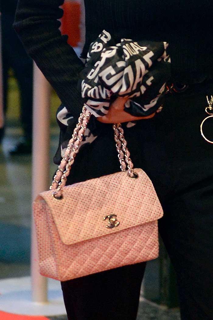 El bolso de Chanel de Alejandra Rubio no encajaba con el resto del look / Gtres