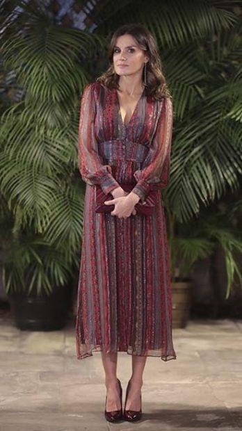 Del lady al boho chic: Doña Letizia pone fin a su viaje a Perú con su look más ecléctico