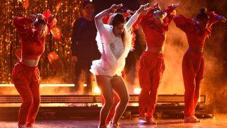 Rosalía en una de sus actuaciones en los Grammy Latinos / Gtres