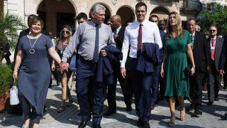 GALERÍA: El look en verde de Begoña Gómez en Cuba / Gtres