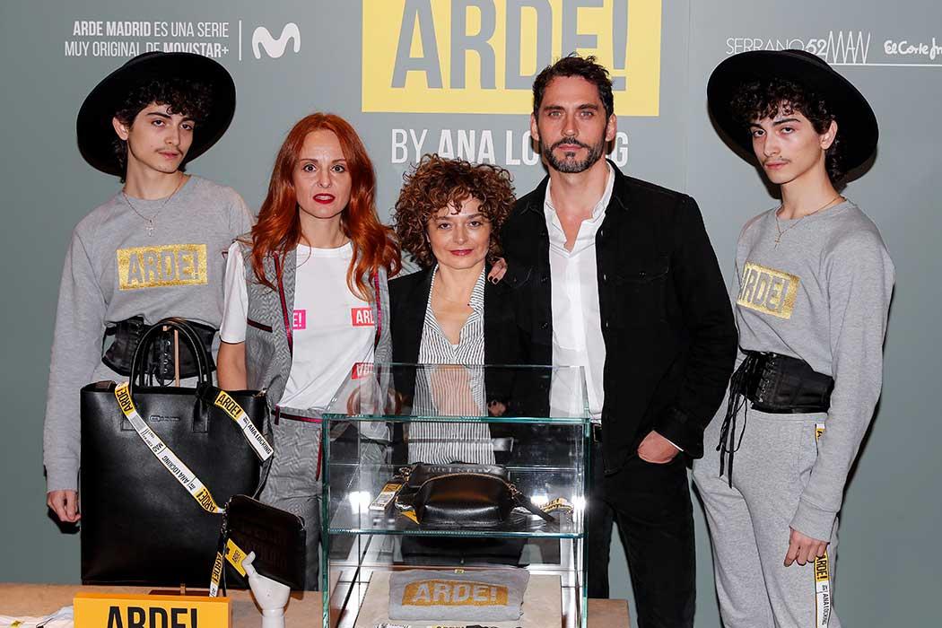 Paco León y Ana Rodríguez con la diseñadora Ana Locking