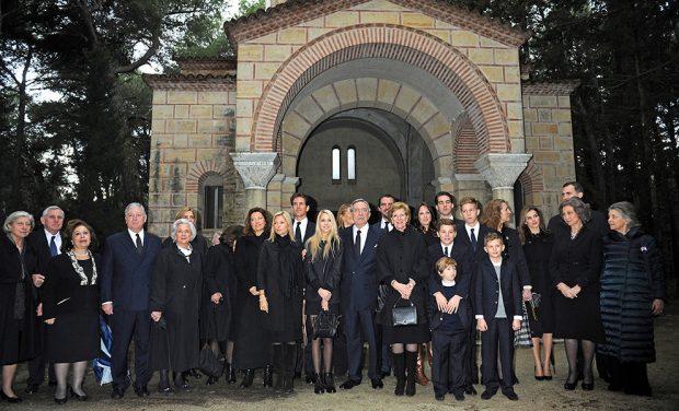Los reyes de España junto a la Familia Real griega.