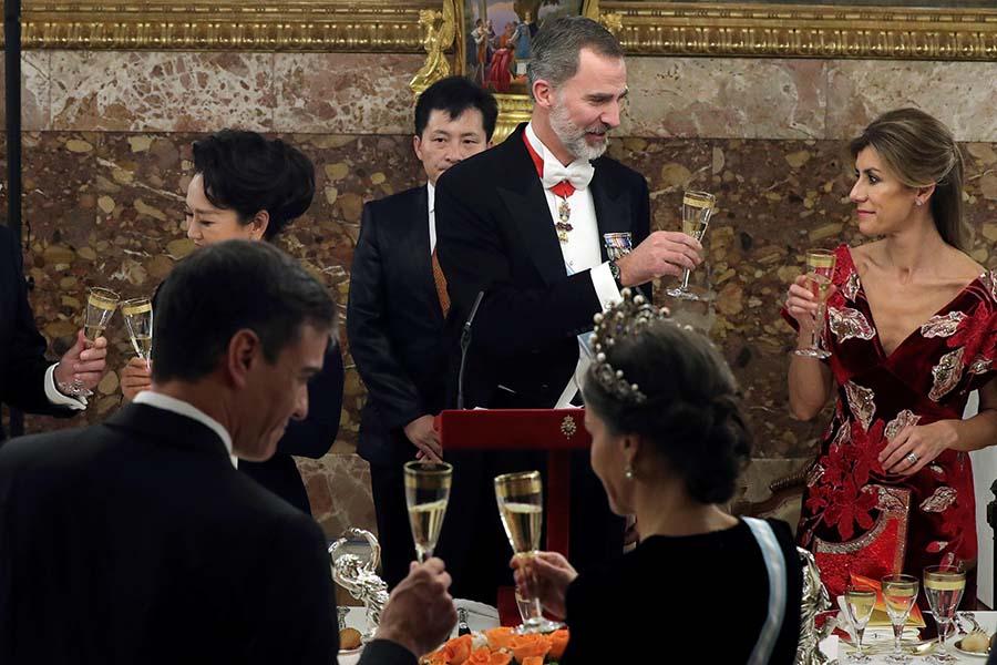Begoña Gómez se sentó a la izquierda de Felipe VI