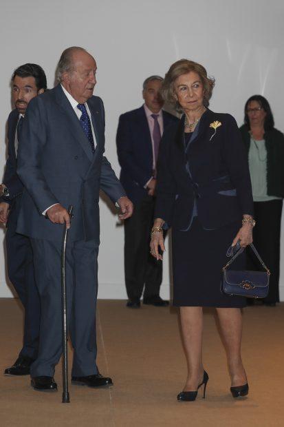 La muerte de Miguel Primo de Rivera tiñe de luto la reaparición de don Juan Carlos y doña Sofía