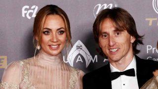 Luka Modric y su mujer Vanja Bosnic, durante la gala del Balón de Oro / Gtres