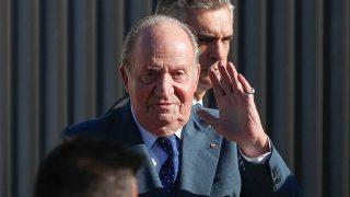 El rey Juan Carlos da el último adiós a Miguel Primo de Rivera / Gtres