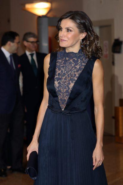 Doña Letizia ha sido la 'reina', pero no la pionera en lucir el escote más atrevido