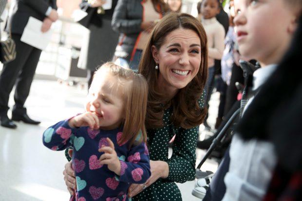 Kate gana la partida a Meghan: Rumores de embarazo y un look a prueba de reinas