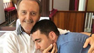 Miguel Ángel Silvestre junto a su padre en el mes de verano /Gtres