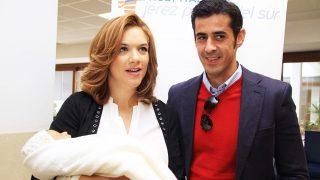 Beatriz Trapote y Víctor Janeiro, cuando presentaron a su primer hijo / Gtres