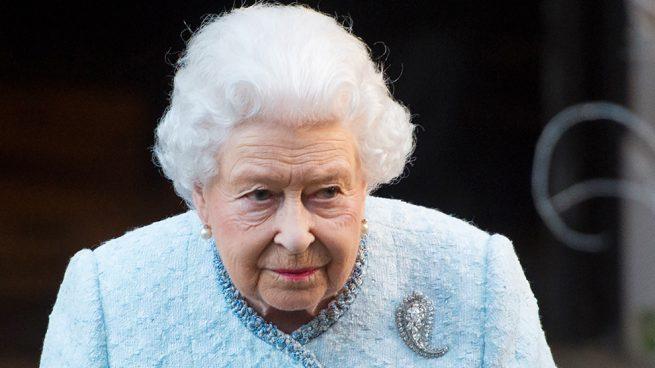 Temblores, desmayos y huídas: las reacciones más curiosas ante la reina Isabel