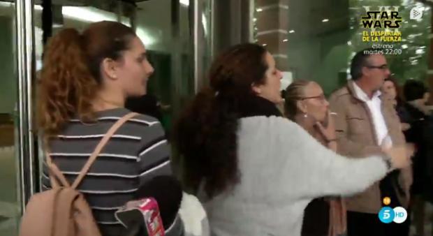 ¡ESCÁNDALO! Carmen Gahona echa a gritos del tanatorio a la supuesta amante de Chiquetete
