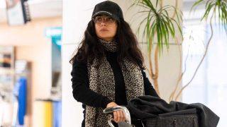 Salma Hayek en el aeropuerto de Almería / Gtres